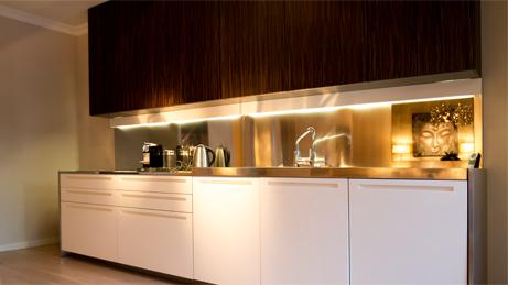 VillaroHome-Service: Wohnung möblieren mit eleganter, maßgerechter Küchenzeile