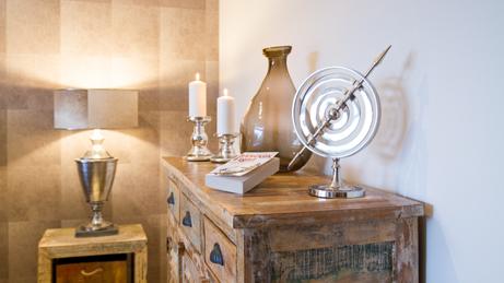 VillaroHome-Service: Wohnung möblieren mit besonderen Wandbelegen, Möbeln und Assesuars