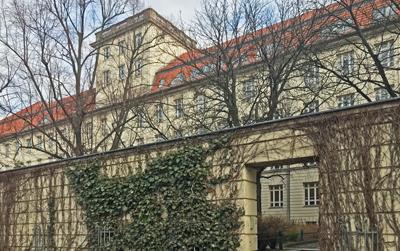 Wohnen auf Zeit Berlin-Wedding Mauer